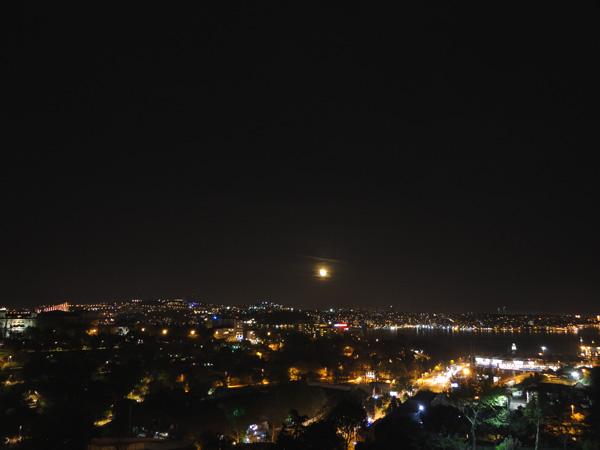 wtf-ivikivi_Istanbul_by_night_01