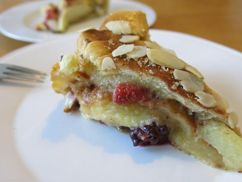 01_Croissant_Pudding_Kuchen_Brombeeren_Erdbeeren_Apfel