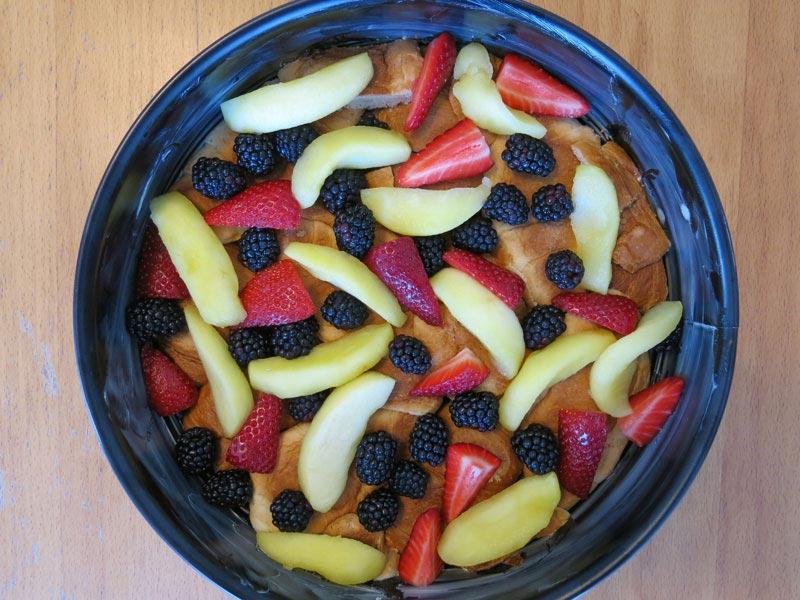 07_Croissant_Pudding_Kuchen_Brombeeren_Erdbeeren_Apfel
