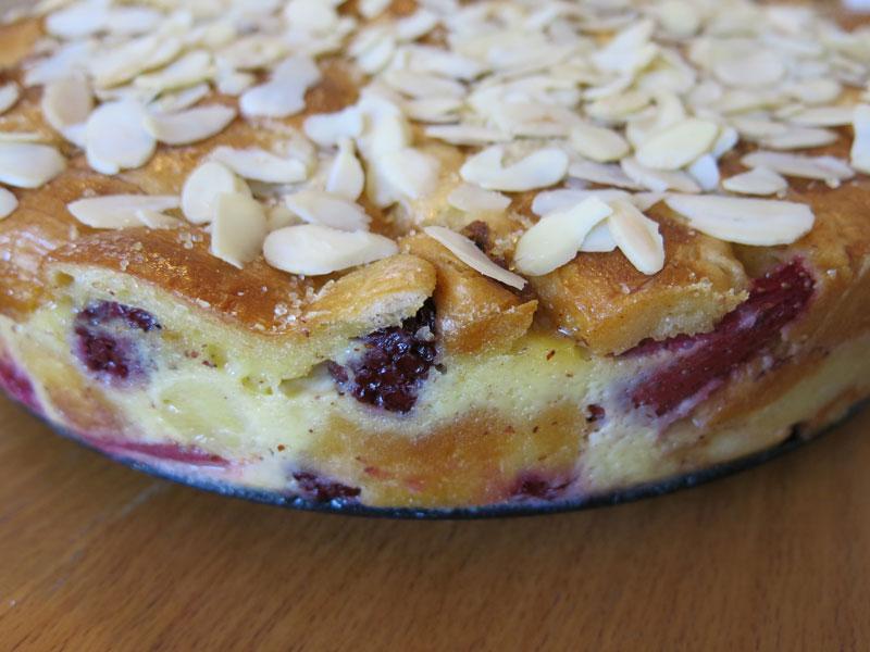 09_Croissant_Pudding_Kuchen_Brombeeren_Erdbeeren_Apfel