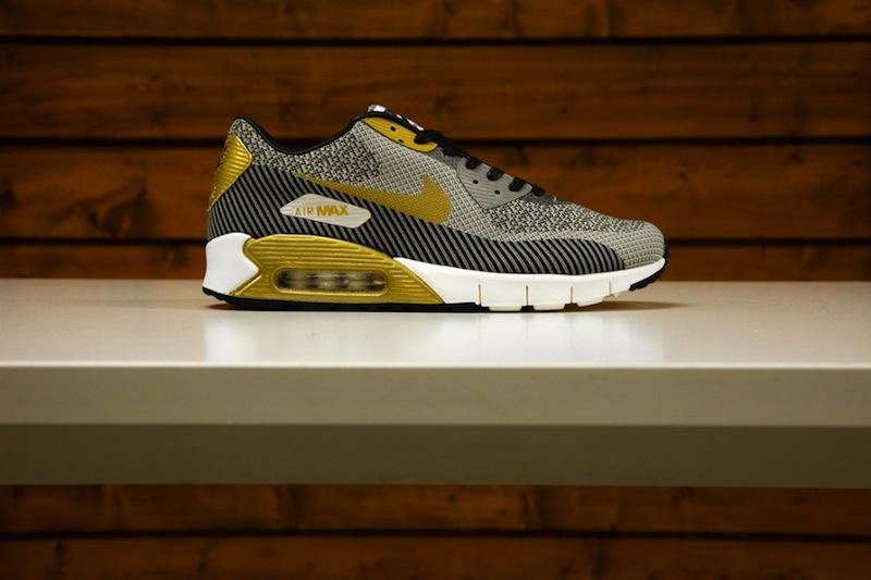 Nike_sportswear_gold_trophy_pack_02