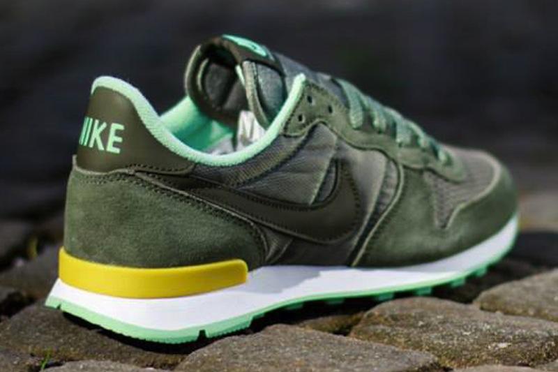 Nike WMNS Air Internationalist – Cargo Khaki/Medium Mint - WTF Ivi ...