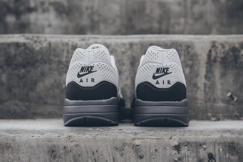 Nike-Air-Max-1-Ultra-Moire-Neutral-Gray-Dark Grey-04