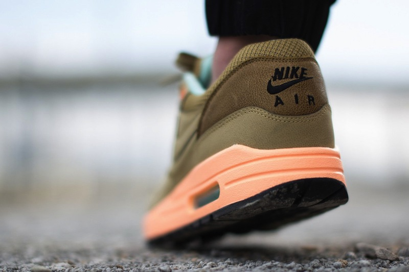 Nike-air-max-1-fb-hay-sunset-glow_04