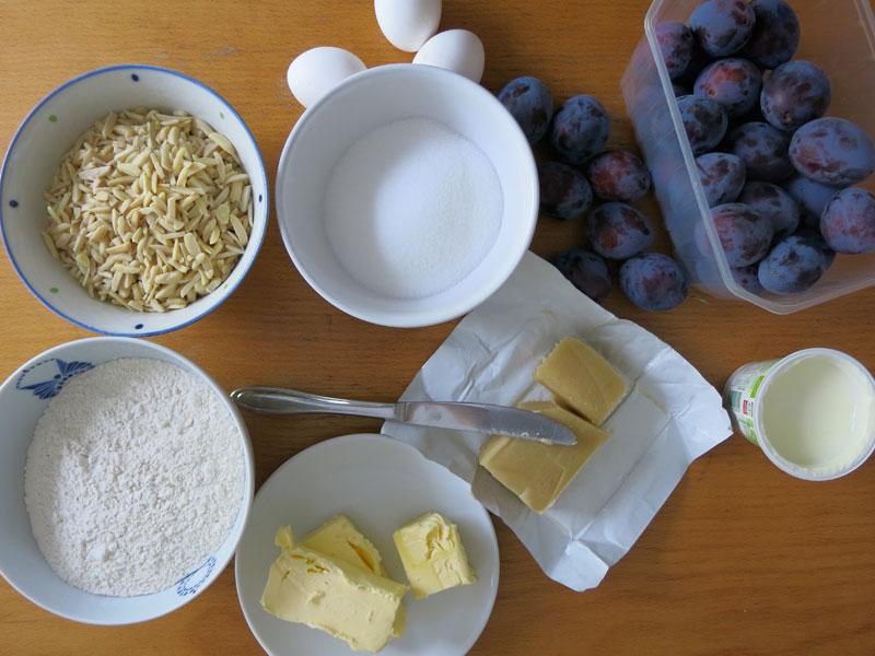 Pflaumenkuchen-karamelisierte-Mandeln-01