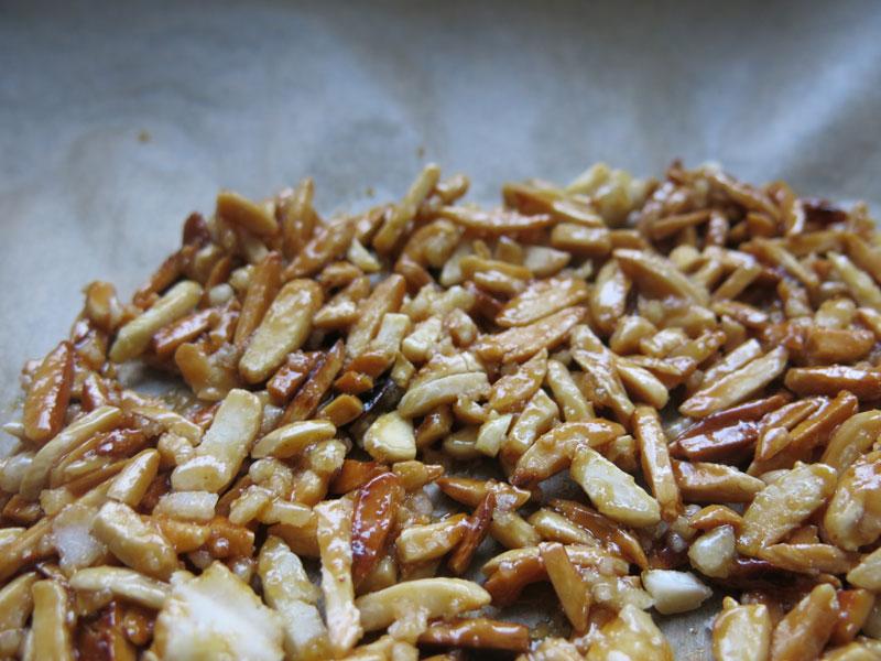 Pflaumenkuchen-karamelisierte-Mandeln-07