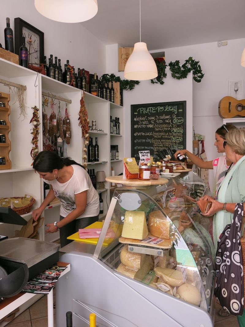 Split-top-places-regina-del-formaggio-03