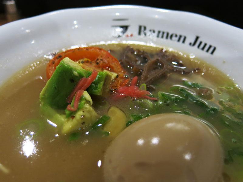 Ni-Tamago ist ein in Soyasoße eingelegtes, weich gekochtes Ei.
