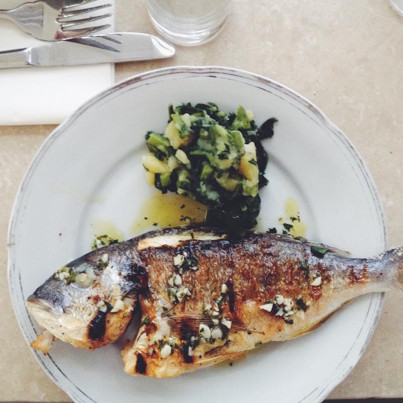 Frischer Fisch und Blitva