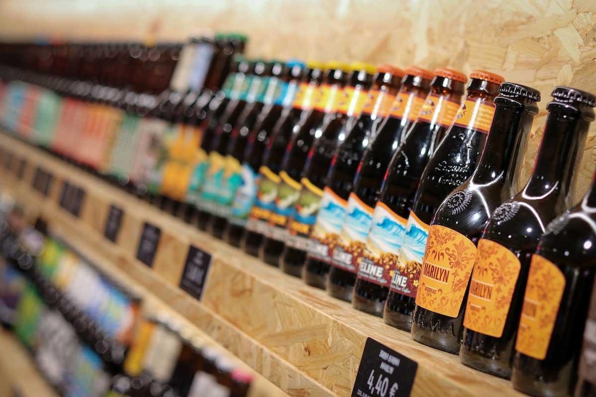 Die Bierothek Frankfurt bietet über 300 Biersorten aus aller Welt an