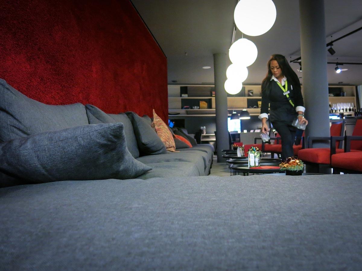 Derag Livinghotel Frankfurt - Wohnzimmer statt Foyer