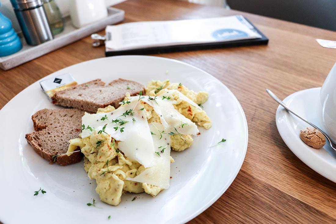 Frühstück und Mittagessen im Gallus