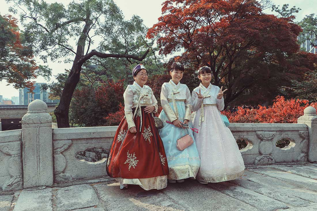 Drei koreanische Schönheiten in traditioneller Tracht