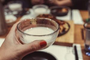 Makgeolli ist ein traditionelles alkoholisches Getränk